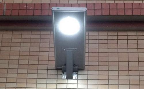 正翔照明用太阳能一体化路灯为广西湛江农村送去光明