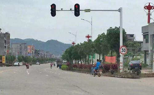 路口交通信号灯,为交通保驾护航
