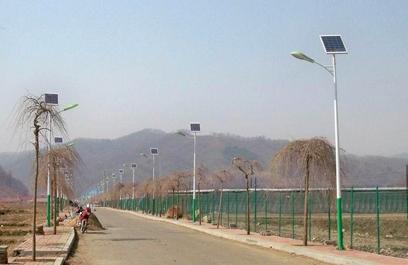 新农村太阳能路灯       1,按照标示的正负极,先把蓄电池和光源接上