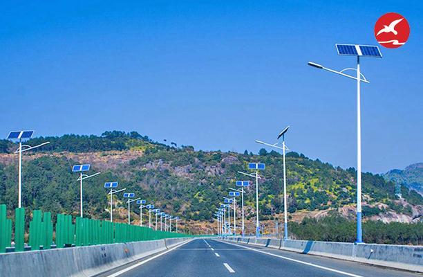 正翔照明浅析太阳能路灯技术在道路照明中漫漫长路